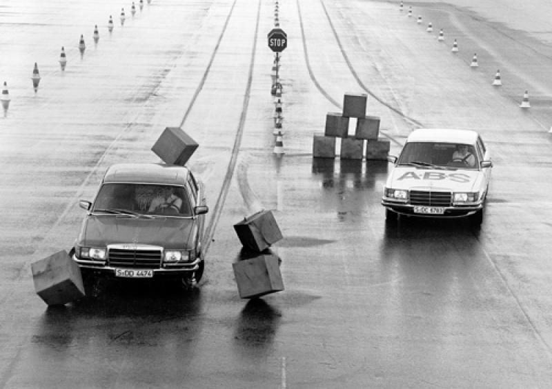Cách xử lý khi xe bị văng khỏi làn đường