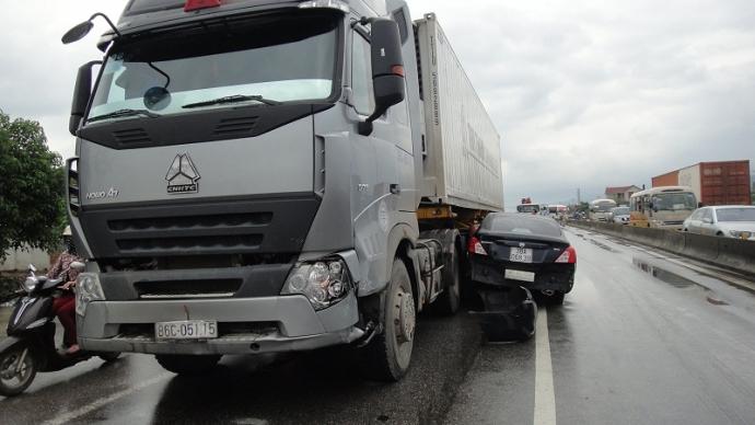 4 điều tài xế Việt cần biết để không thiệt mạng vì xe container