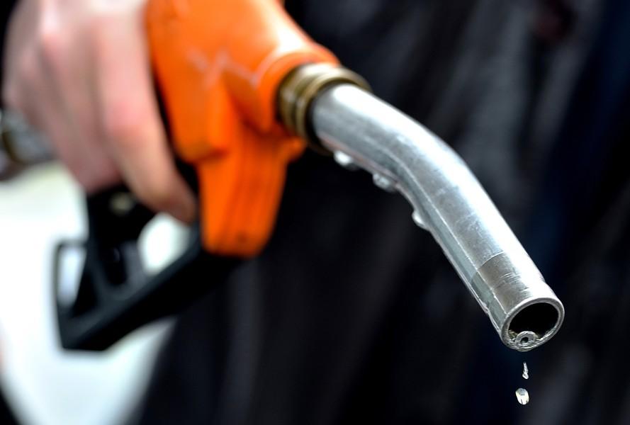 Lái xe khi gần hết nhiên liệu: Những lưu ý cần biết