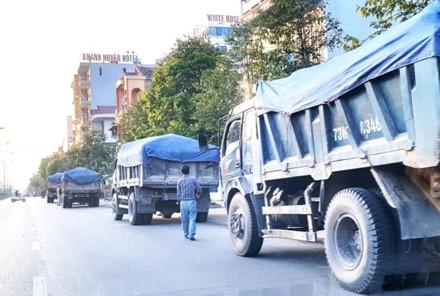 Xe tải chở vật liệu trong thành phố có bị xử phạt?