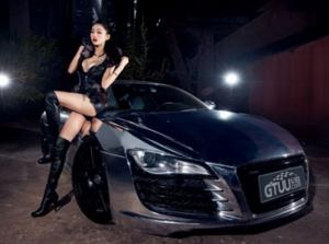 Người đẹp bên Audi R8 V10 Quarttro
