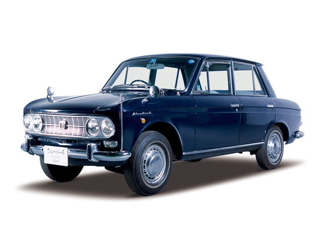 1965 Bluebird 1200 Deluxe - Máy E1 (4-cyl. in line, OHV), 1,189cc, 40kW (55PS)
