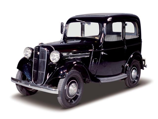 1938 Datsun 17 Sedan - Máy Type 7 (4-cyl. in line, SV), 722cc, 12kW (16PS), tốc độ tối đa 80kmh