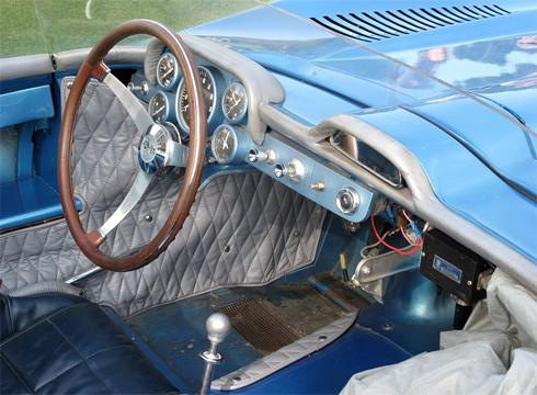 Corvette SS được một nhóm kỹ sư được chọn lựa kỹ càng bí mật chế tạo để tham gia cuộc thi Sebring 12 Hours vào năm 1957.