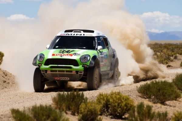 Quán quân Mini tại đường đua Dakar Rally 2013