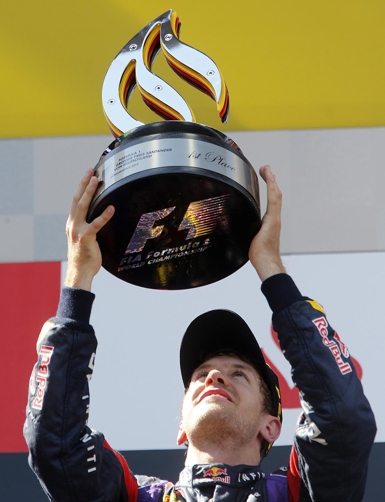 Vettel chiến thắng, Hamilton khóc thầm