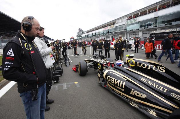 """Lotus F1 """"bù đầu"""" vì nợ"""