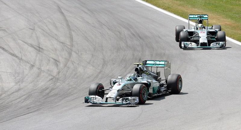 F1: Mercedes lấy lại chiến thắng kép