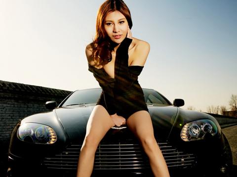 Người mẫu Aston Martin Mansory