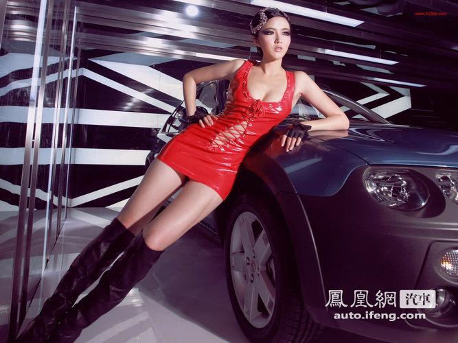 Diện váy đỏ người mẫu gợi cảm bên GM 3SW