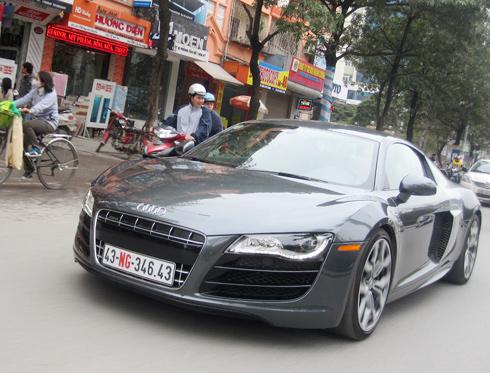 Siêu xe Audi R8 V10 dạo phố Hà Nội