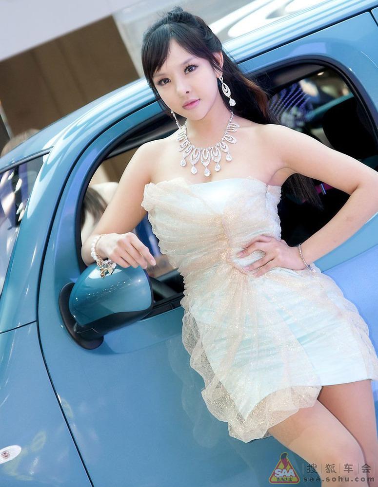 Người đẹp xứ Hàn thi sắc tại triển lãm xe Seoul