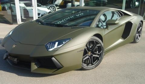 Lamborghini Aventador LP700-4 màu xanh quân đội