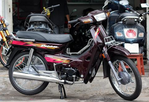 Phục chế Honda Dream 'lùn' ở Sài Gòn