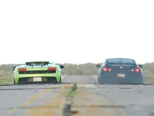Video: Cuộc đua tốc độ giữa 2 siêu xe