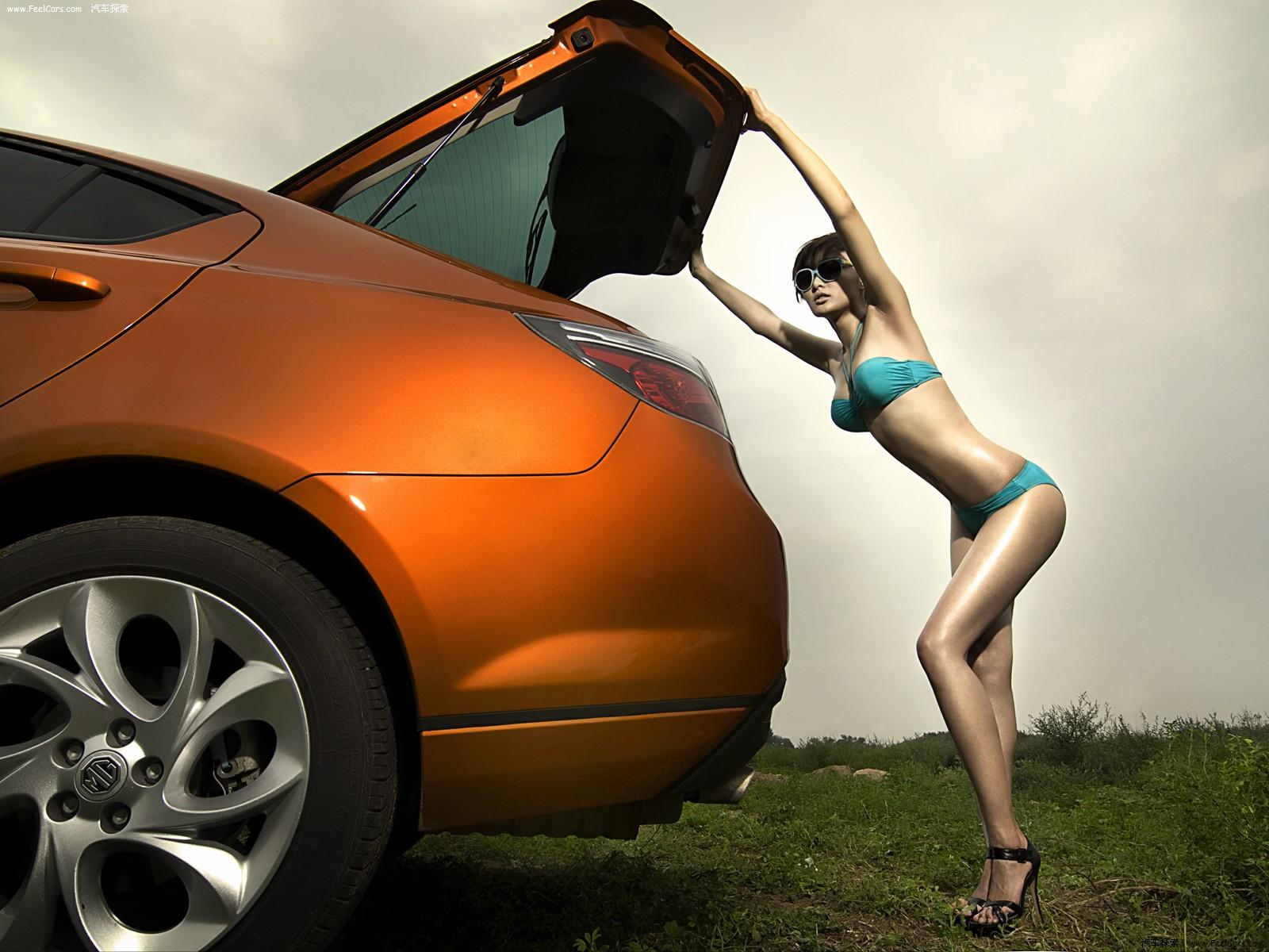 'Bỏng mắt' cùng cô nàng bikini