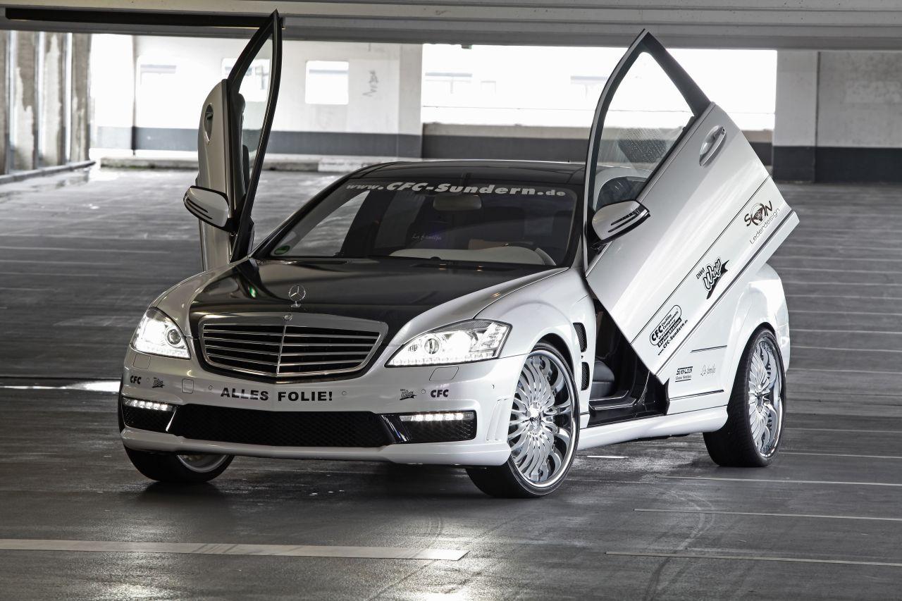 Mercedes-Benz S65 AMG đẹp lạ với cửa cắt kéo