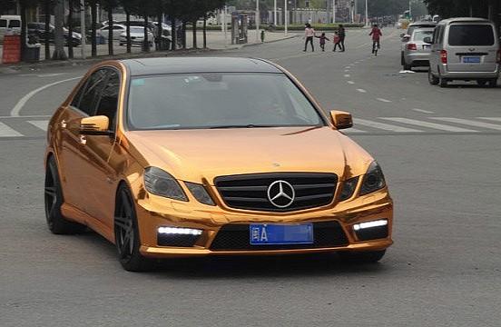 Mercedes-Benz E63 AMG bọc vàng tại Trung Quốc
