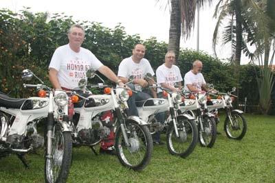 Người nước ngoài đi xuyên Việt bằng Honda 67