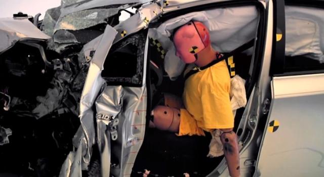 Xe hơi chưa thực sự an toàn qua thử nghiệm của IIHS