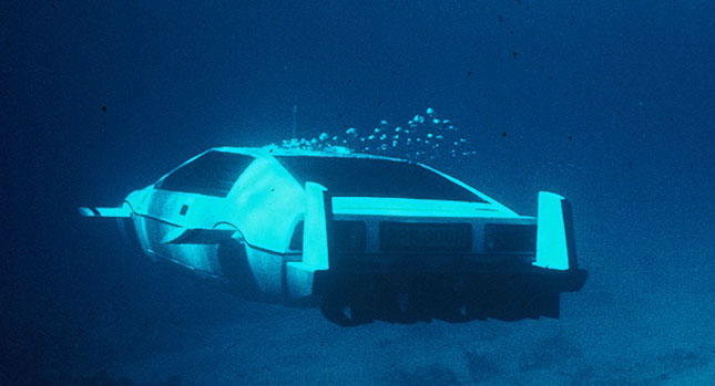 Chiếc xe tàu ngầm của James Bond xuất hiện trong phiên đấu giá