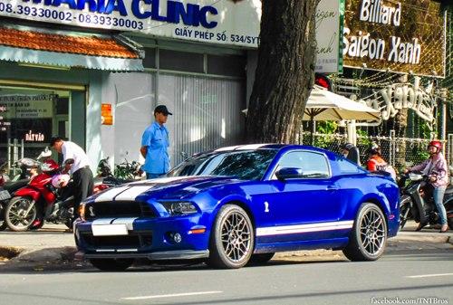 Ford Shelby GT500 2013 trên phố Sài Gòn