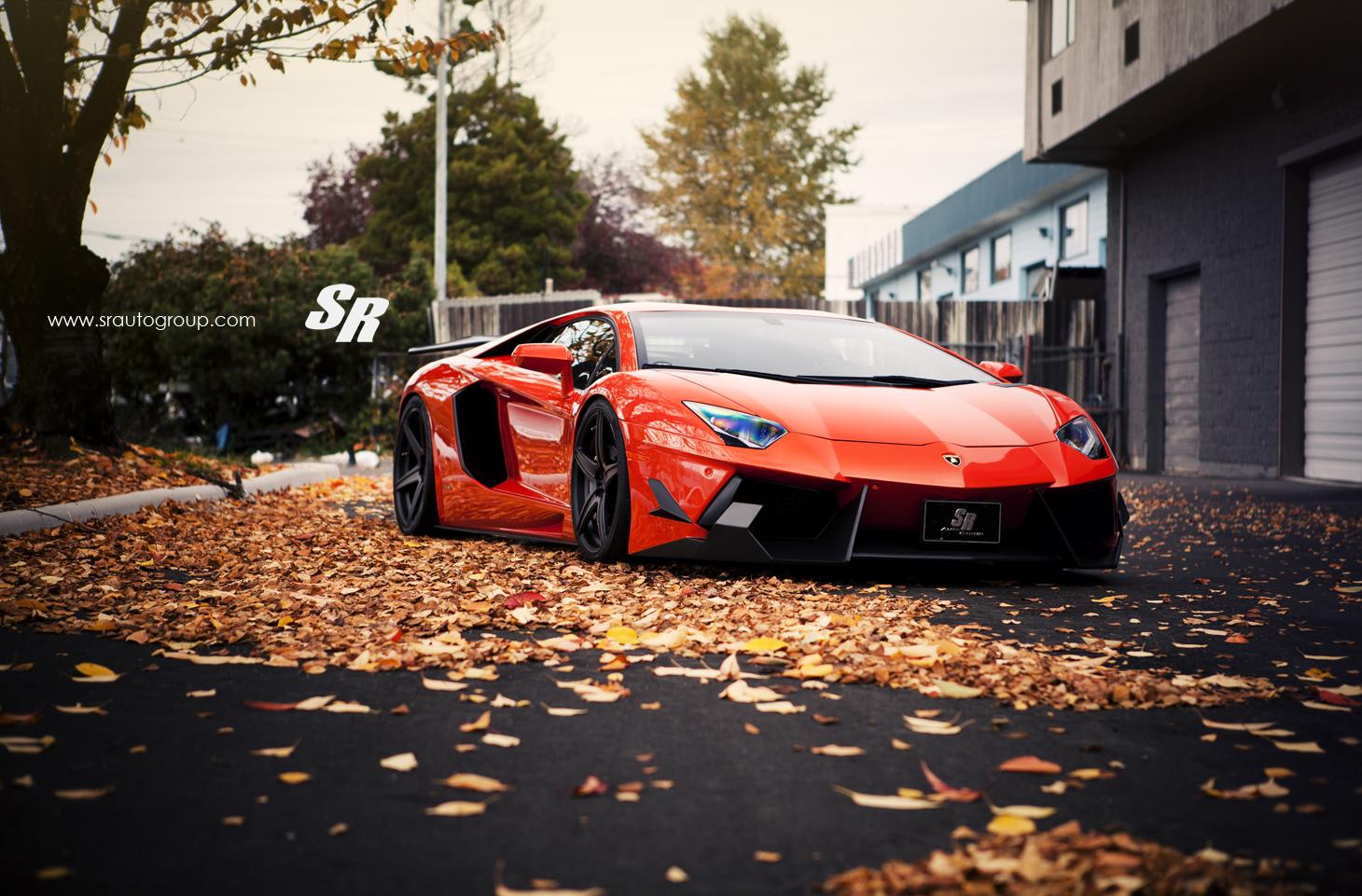 Lamborghini Aventador độ nổi bật giữa sắc thu