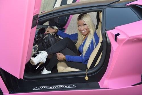 Cận cảnh quy trình tô hồng chiếc Lamborghini của Nicki Minaj