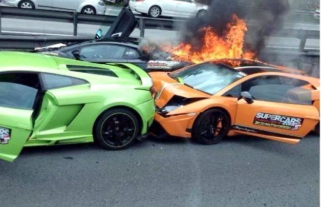 3 siêu xe Lamborghini cháy rụi sau tai nạn