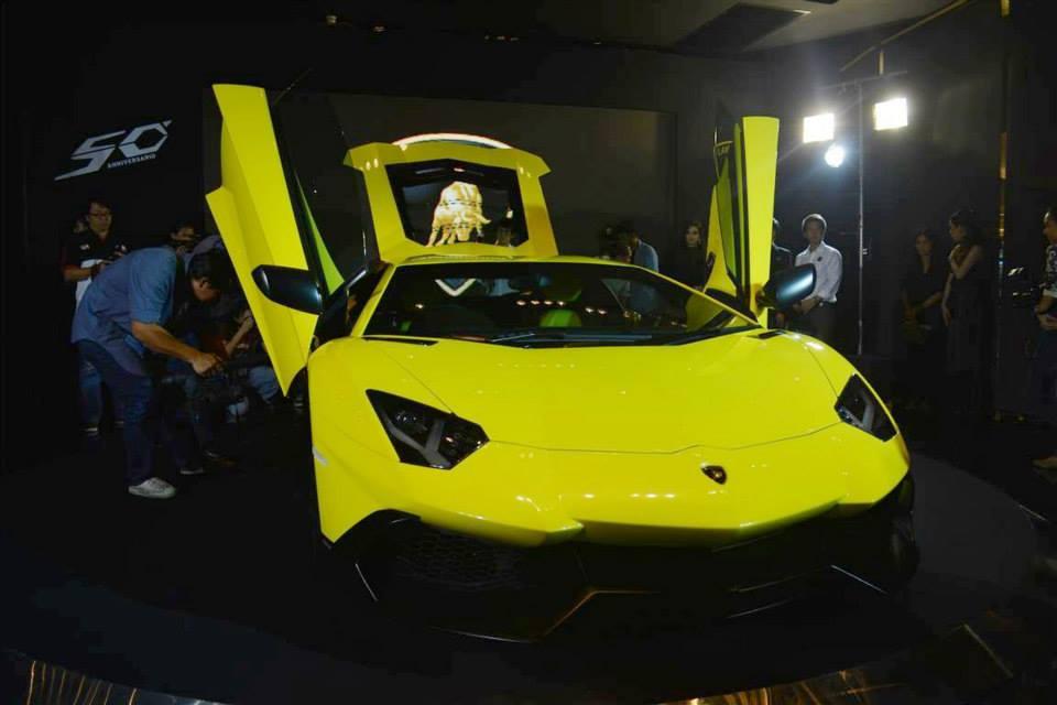 Cận cảnh cặp đôi Lamborghini Aventador  LP720-4 50th Anniversario tại Thái Lan