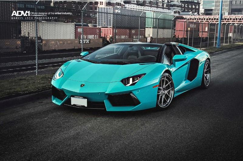 Lạ mắt với Lamborghini Aventador màu xanh ngọc