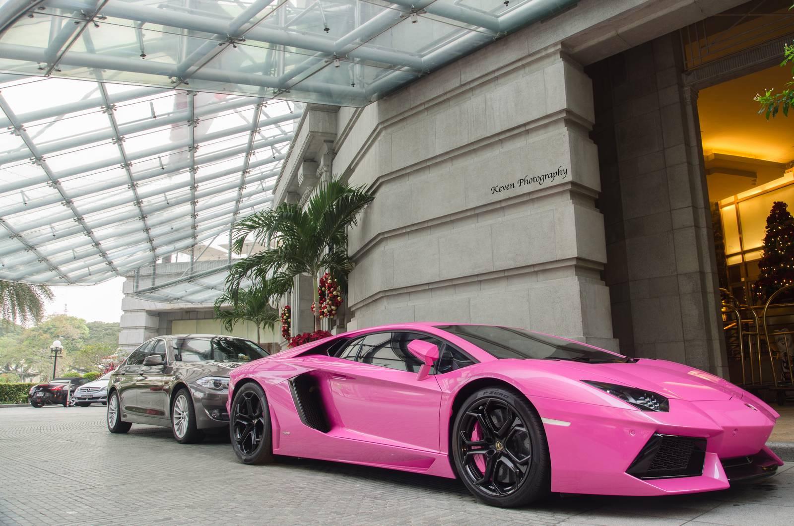 Lạ mắt với Lamborghini Aventador màu hồng