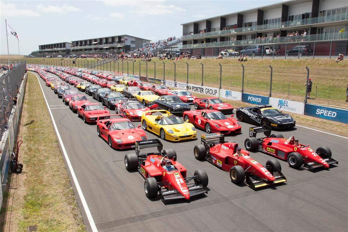 Dàn siêu xe Ferrari quần tụ tại New Zealand