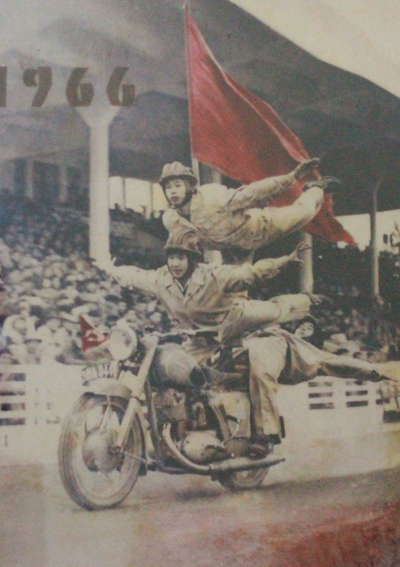 Đội bay trên môtô, ký ức nửa thế kỷ