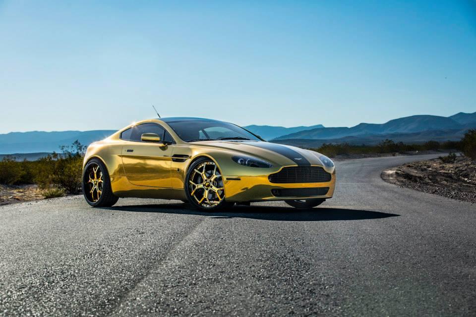 Aston Martin mạ chrome vàng chóe