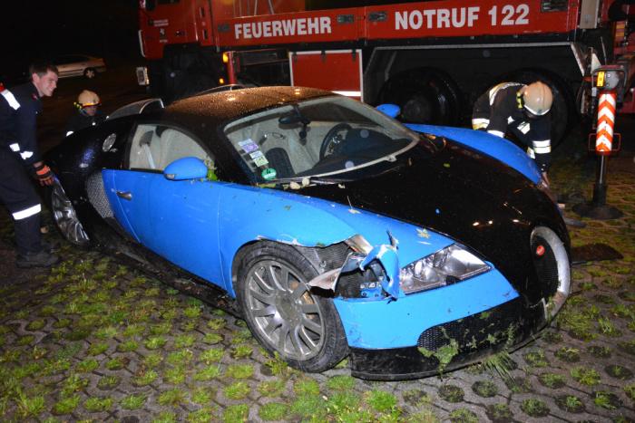 Bugatti Veyron gặp nạn vì mất lái
