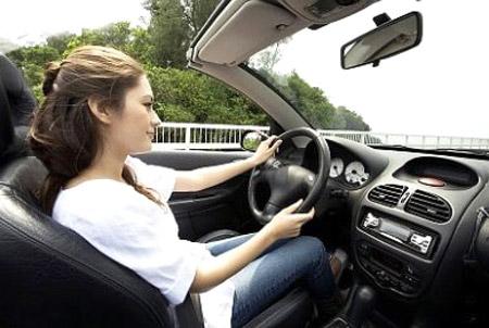 Những điều phái đẹp cần lưu ý khi lái xe
