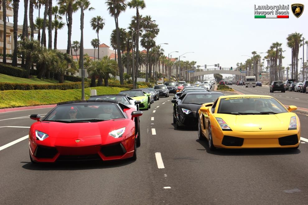 Dàn siêu xe Lamborghini và McLaren náo loạn đường phố Mỹ