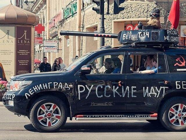 Xe Nga hóa xe tăng mừng Ngày Chiến thắng