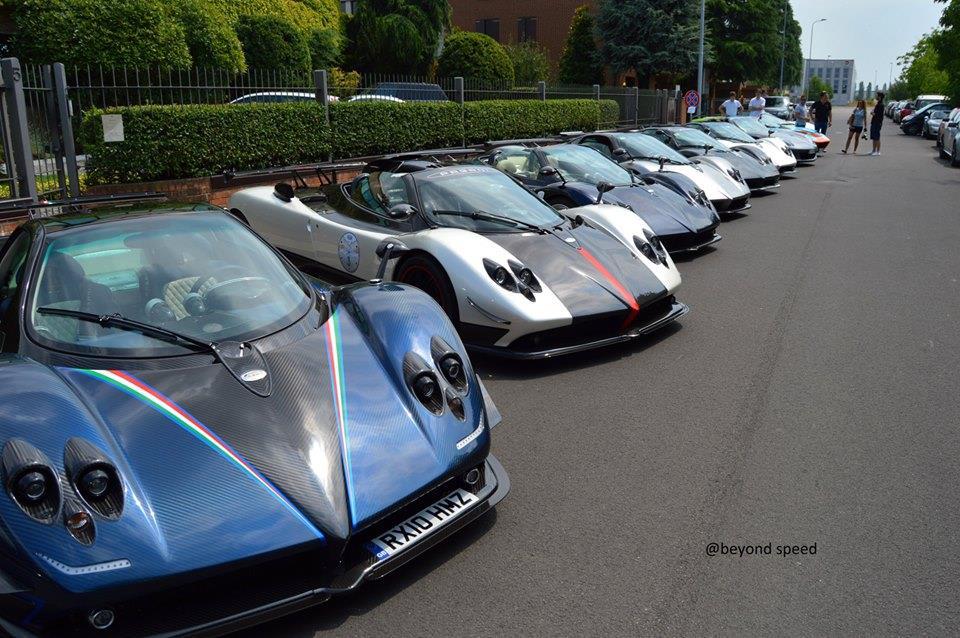12 siêu xe Pagani tụ hội tại sự kiện Vanishing Point 2014