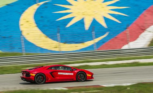 Từ 'siêu xe' Volga tới Lamborghini Aventador
