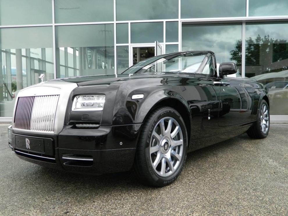 Rolls-Royce Phantom mui trần với nội thất carbon đỏ độc nhất