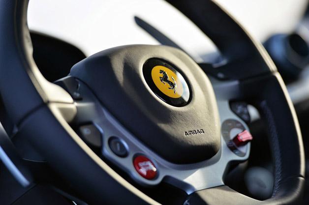 Ferrari ra mắt hệ thống trợ lái mới