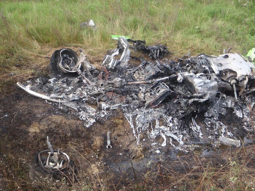 Xót xa nhìn Lamborghini Huracan cháy rụi sau tai nạn