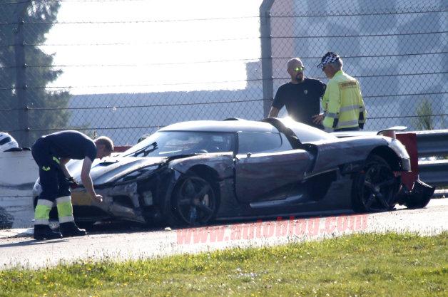 Koenigsegg Agera R tan nát sau tai nạn