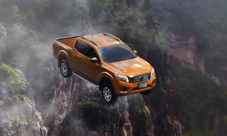 Nissan tung quảng cáo cực ấn tượng cho Navara mới