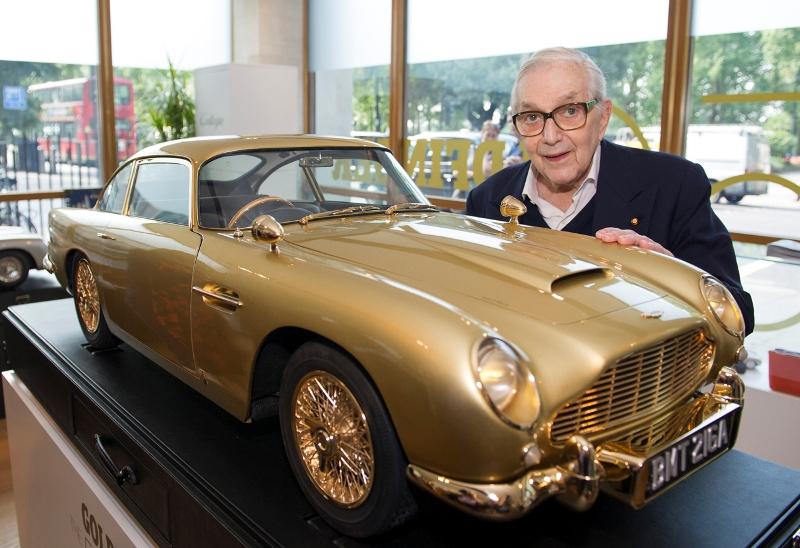 Chiêm ngưỡng Aston Martin DB5 mạ vàng có giá 2 tỷ