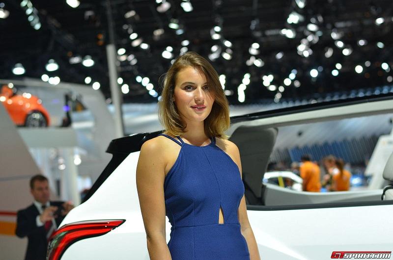 Những bóng hồng tại Paris Motor Show 2014