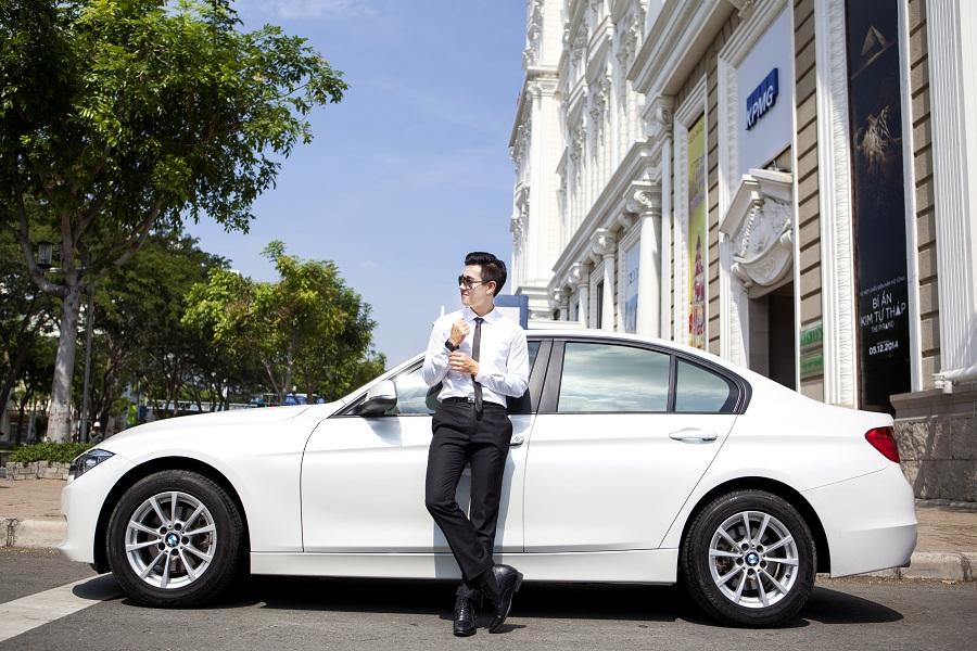MC Nguyên Khang tậu BMW Series 3