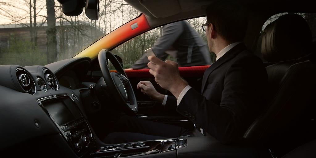Jaguar Land Rover giới thiệu công nghệ cảnh báo xe 2 bánh
